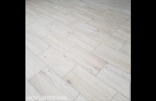Keramische tegels met houtmotief