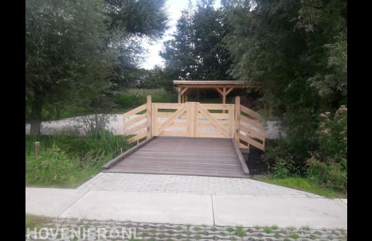 Realiseren van  een parkeetplaats, brug en een eikenhouten carport